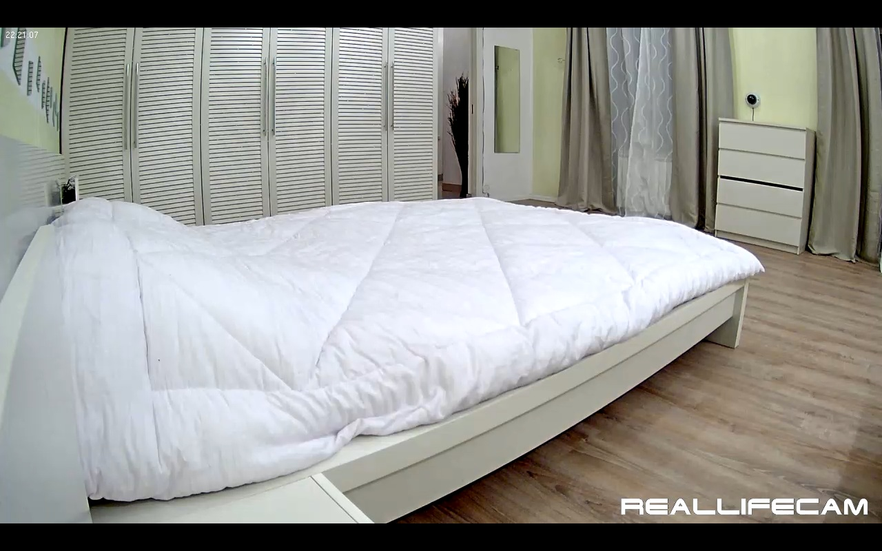 Paul and Leora RealLifeCam Bedroom